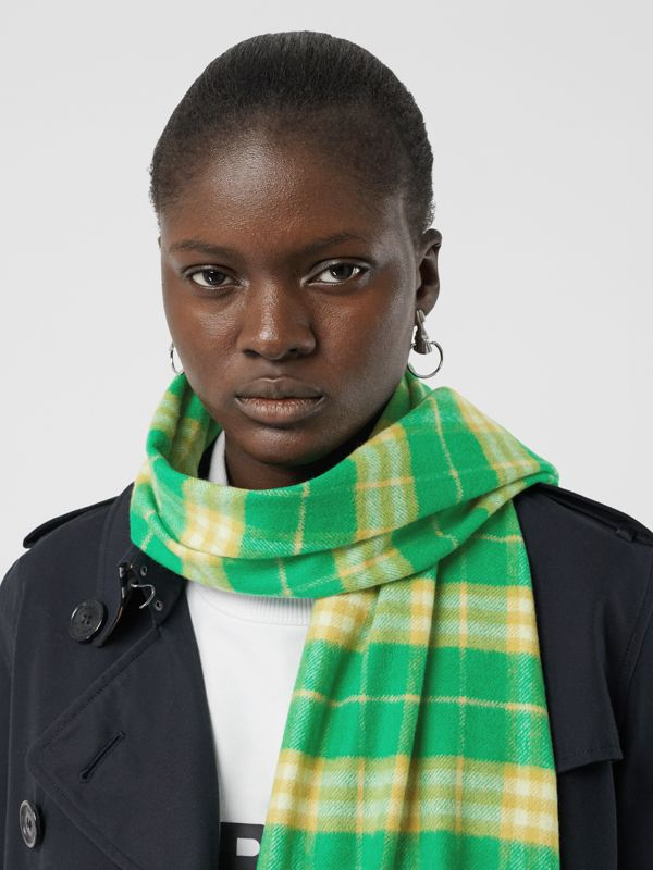 The Classic Vintage Check Cashmere Scarf in Tourmaline Green | Burberry Australia - cell image 2
