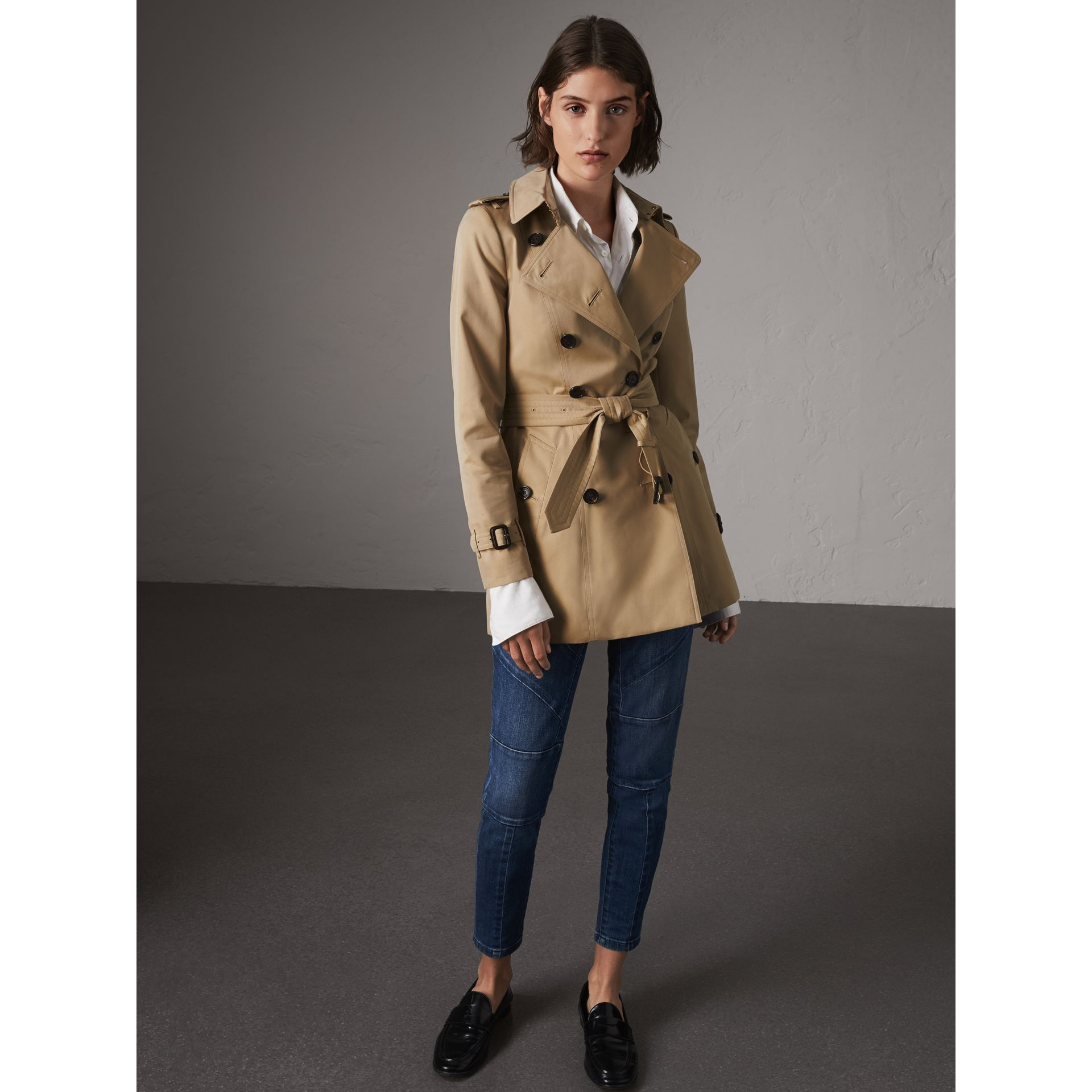 The Chelsea – Short Trench Coat in Honey - Women | Burberry Australia - gallery image 6