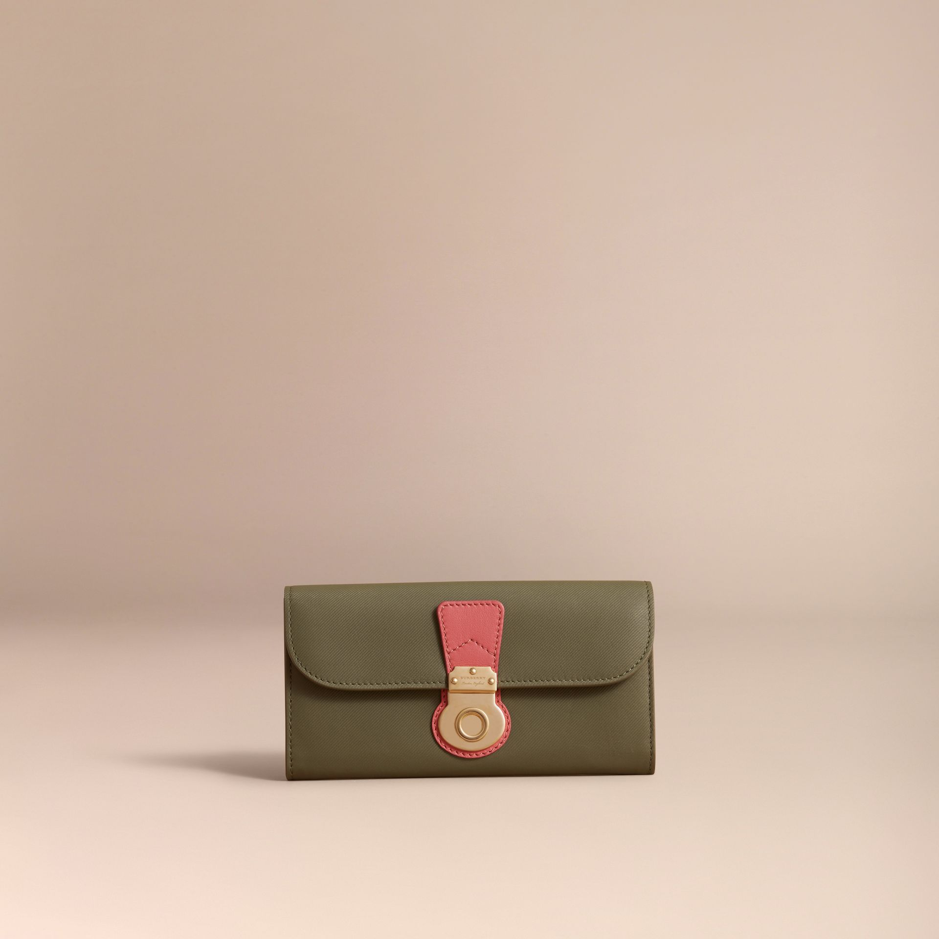 Portefeuille continental en cuir trench bicolore (Vert Mousse/rose Blossom) - Femme | Burberry - photo de la galerie 6