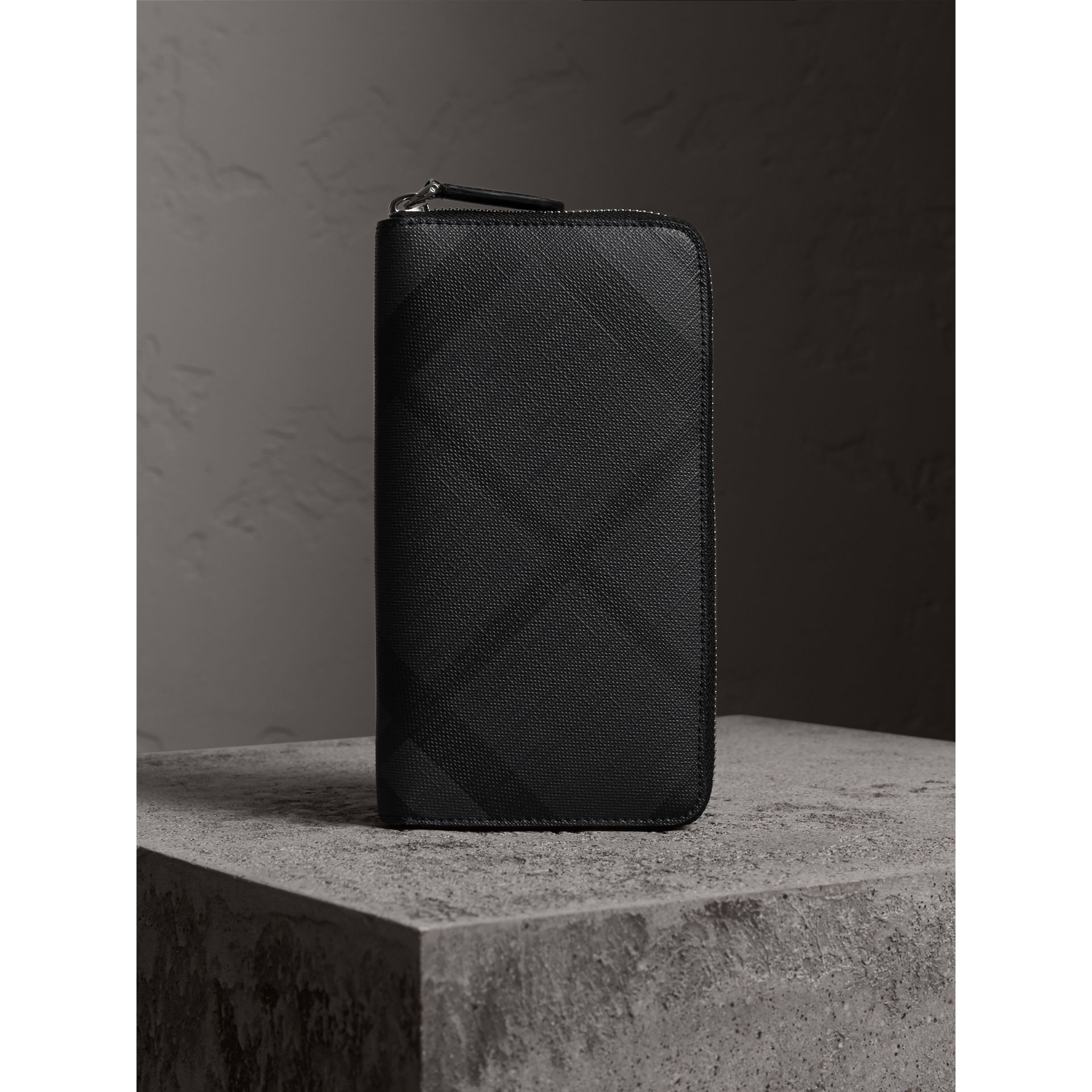London Check Ziparound Wallet in Charcoal/black - Men | Burberry Australia - gallery image 4