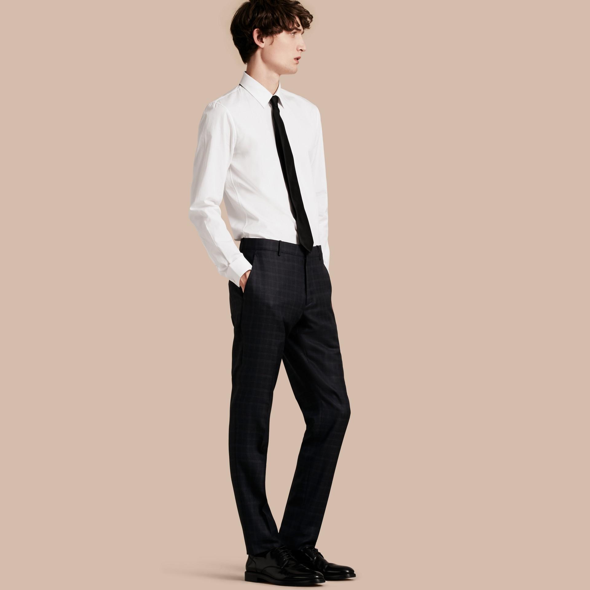 Encre Pantalon en laine de coupe slim à motif check - photo de la galerie 1