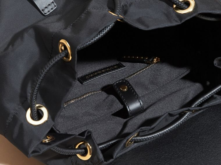 Nero Zaino The Rucksack grande in nylon e pelle con rivetti - cell image 4