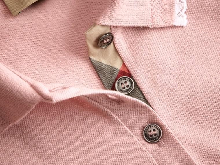 Camisa polo de algodão com detalhe de renda e xadrez (Nude) - Mulheres | Burberry - cell image 1