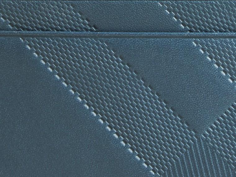 Bleu acier Porte-cartes en cuir à motif check en relief Bleu Acier - cell image 1