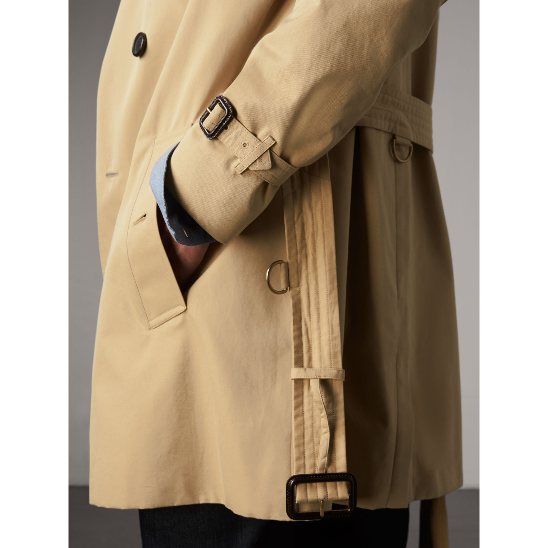 The Kensington – Trench Heritage mi-long (Miel) - Homme | Burberry - photo de la galerie 6