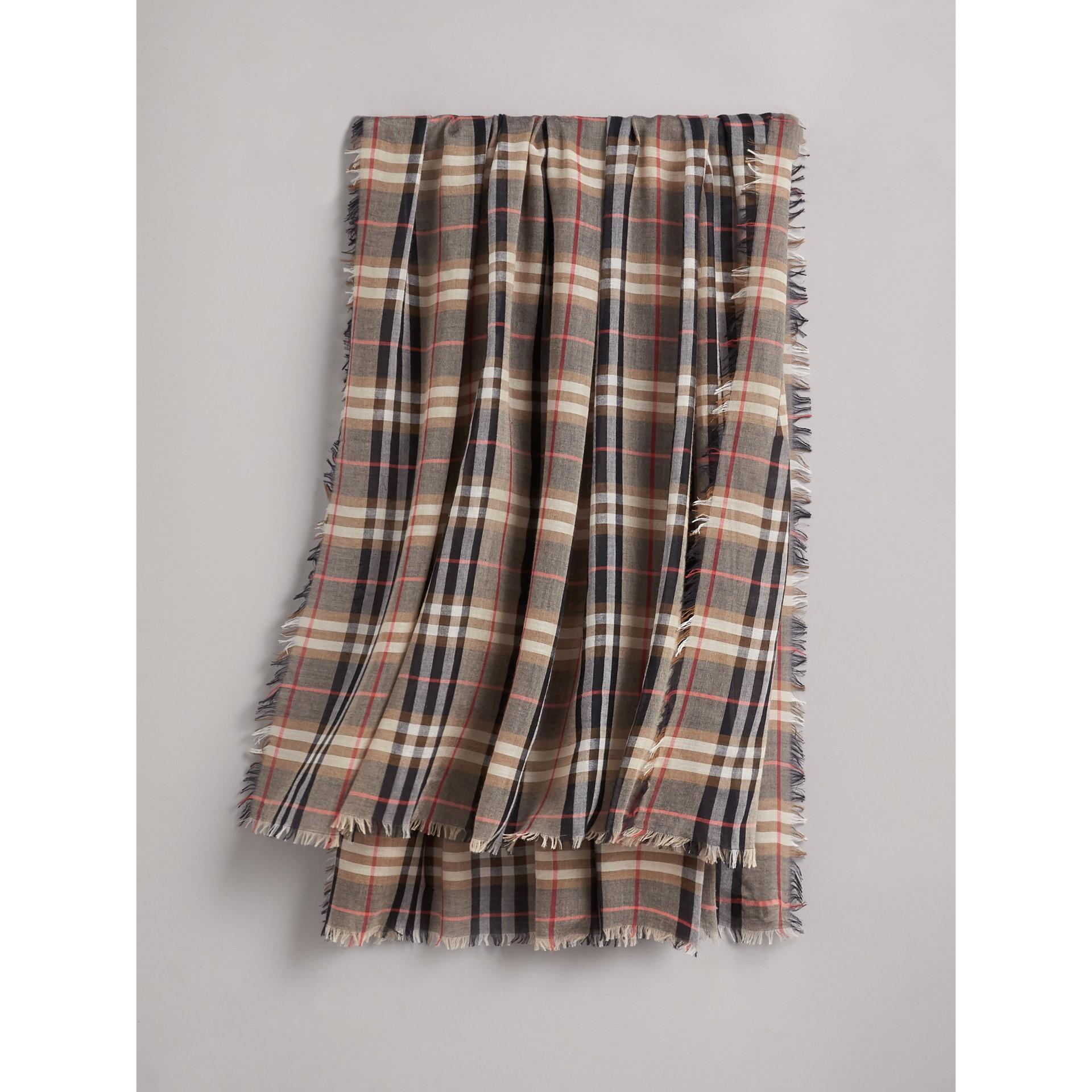 Платок из модала и шерсти в клетку (Песочный) - Для женщин | Burberry - изображение 1