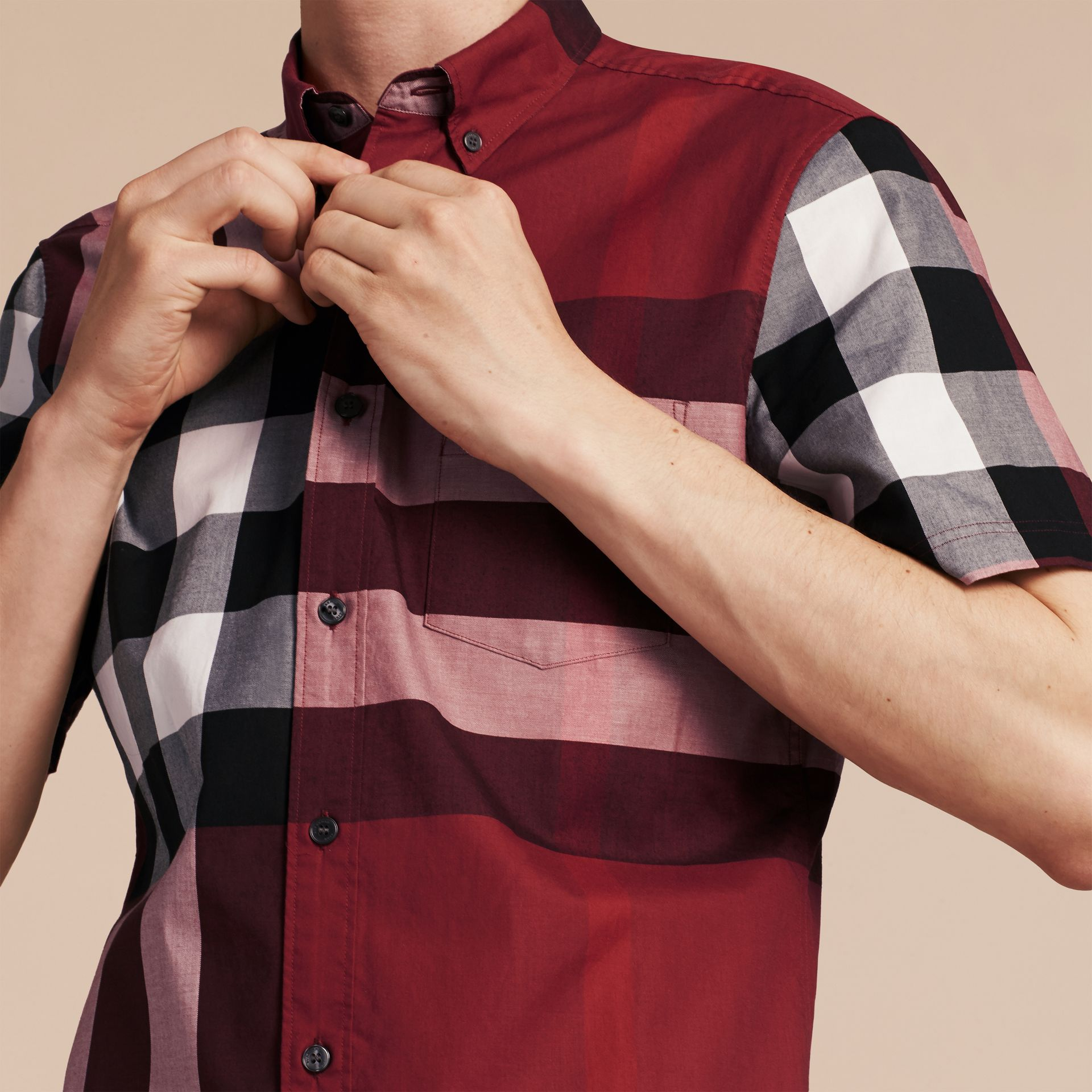 Rojo baya Camisa de manga corta en algodón con estampado de checks Rojo Baya - imagen de la galería 5