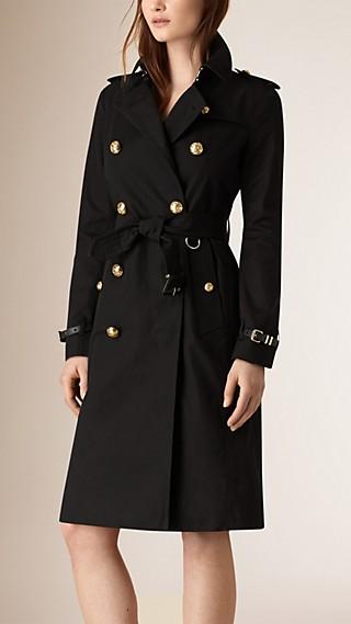 Trench coat in gabardine di cotone con bottoni militari