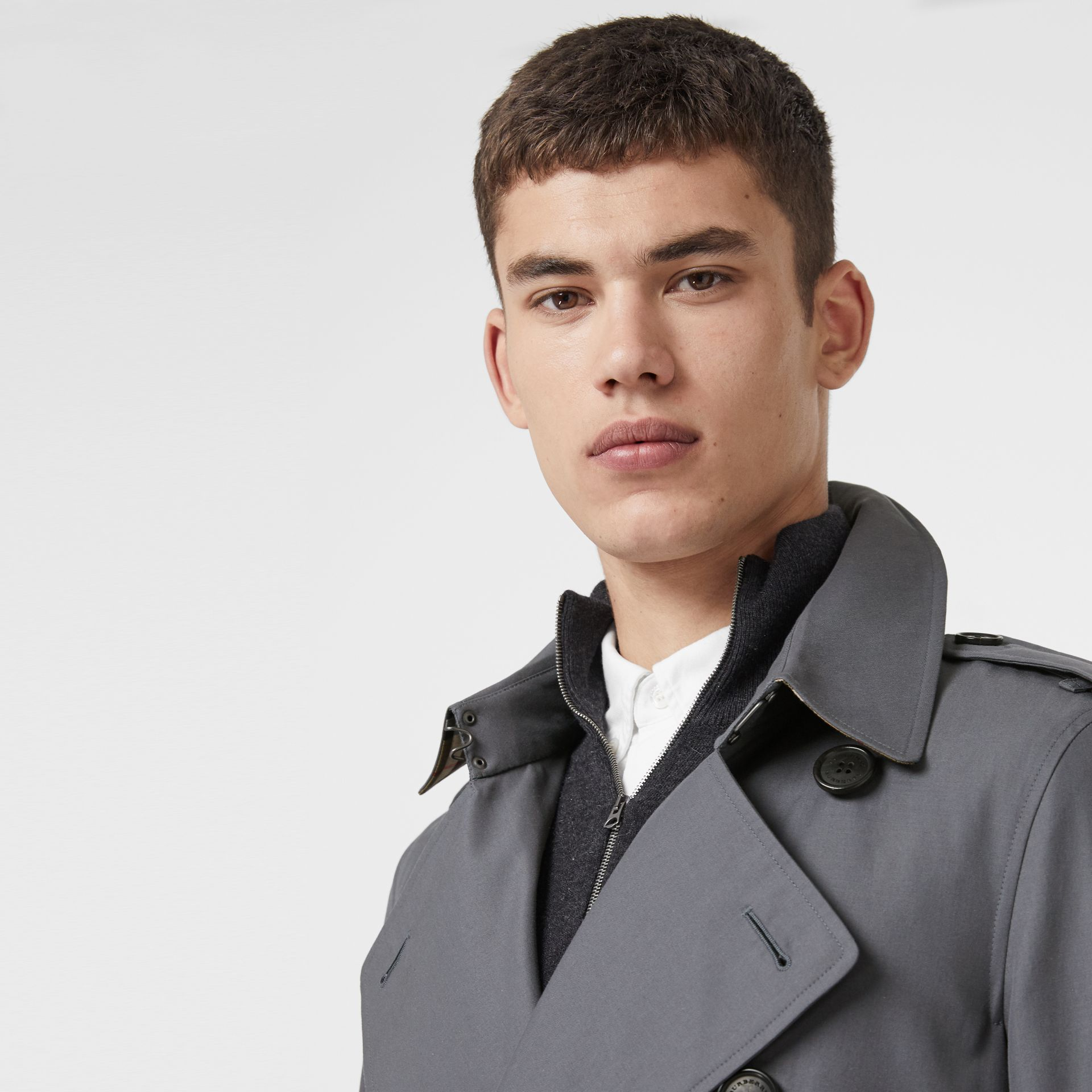 The Long Chelsea Heritage Trench Coat in Mid Grey - Men | Burberry United Kingdom - gallery image 1