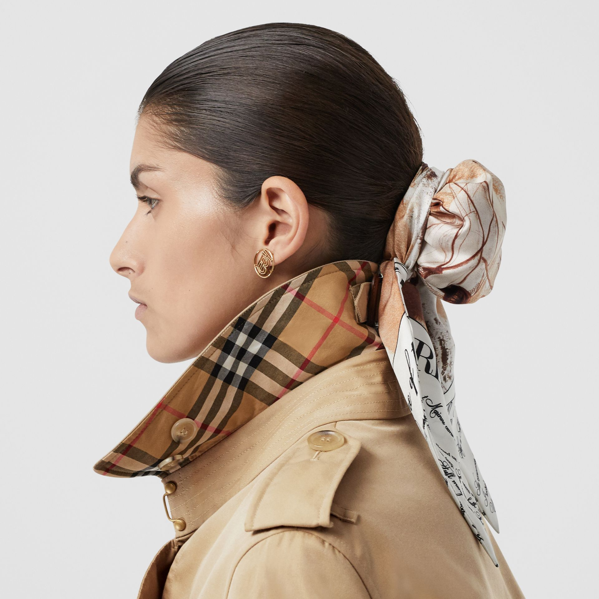 The Mid-length Kensington Heritage Trench Coat in Honey - Women | Burberry United Kingdom - gallery image 4