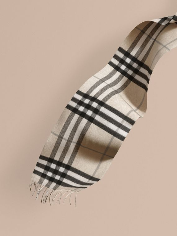 The Classic Cashmere Scarf in Check Natural White