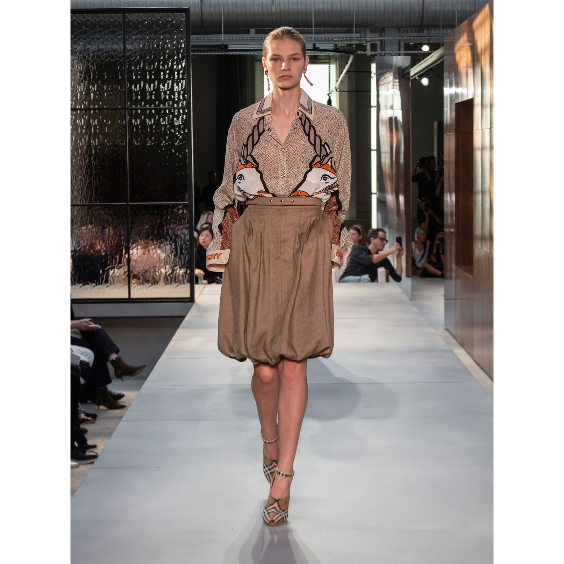 Linen Blend Bubble Hem Skirt in Driftwood - Women | Burberry - gallery image 5