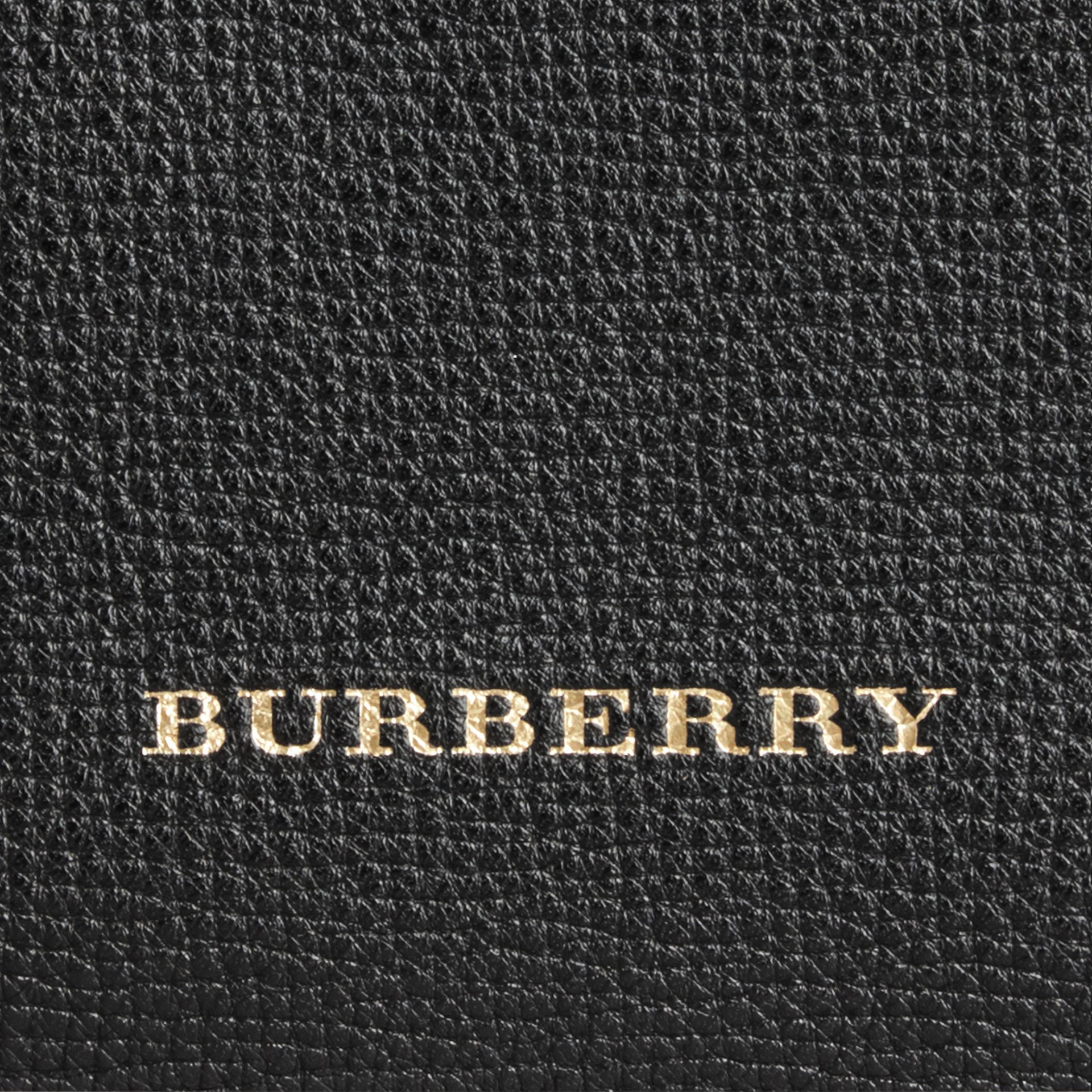 The Canter piccola in pelle con motivo House check (Nero) - Donna | Burberry - immagine della galleria 2
