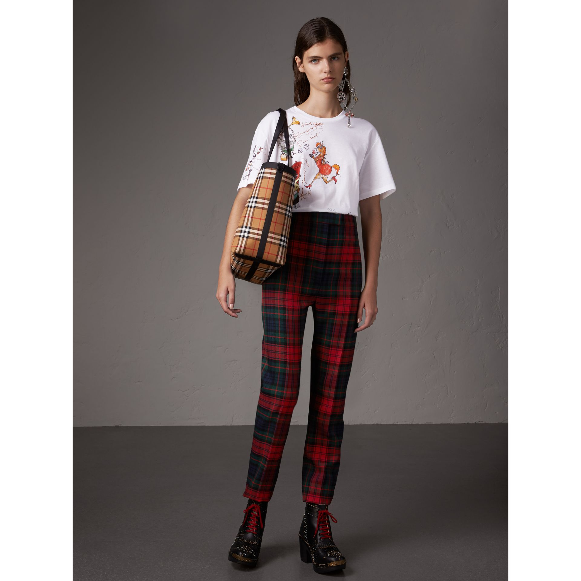 Sac tote The Giant moyen en Vintage check (Jaune Antique/rouge Vif) | Burberry Canada - photo de la galerie 2