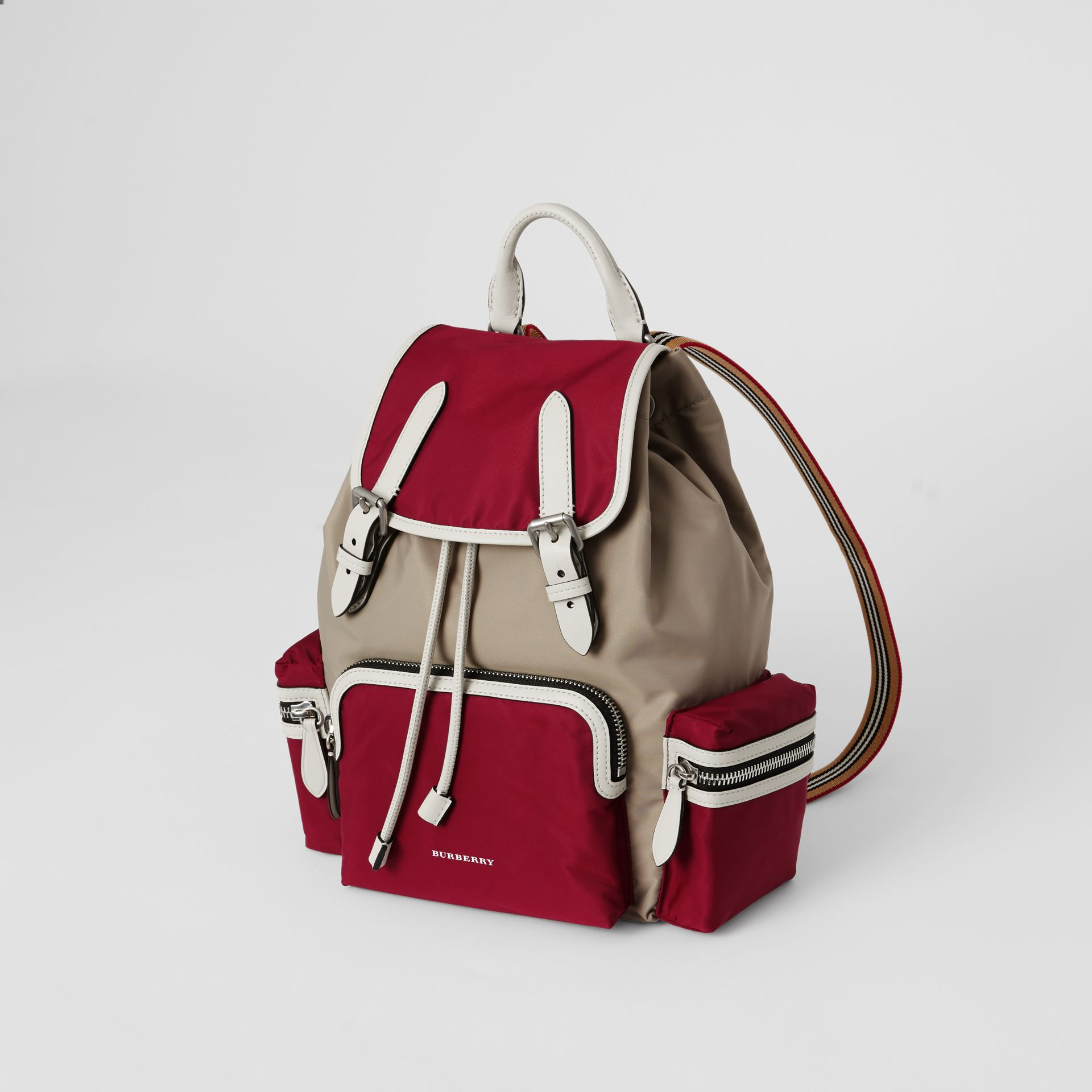 Sac The Rucksack moyen en nylon color-block et cuir (Carmin) - Femme | Burberry - photo de la galerie 4