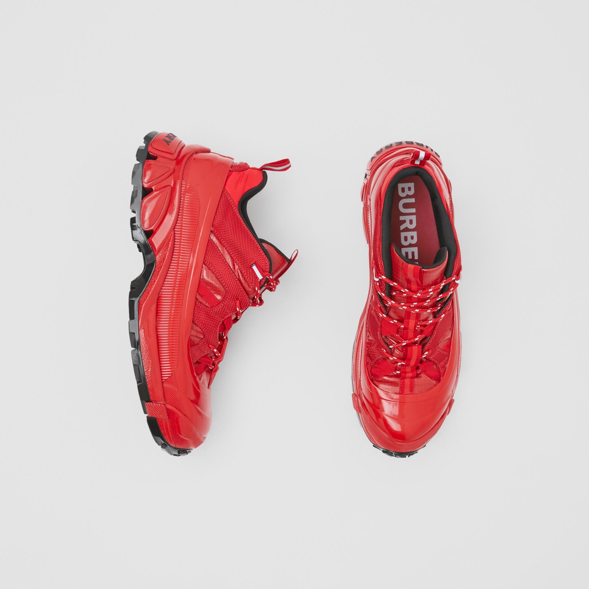 尼龍及麂皮 Arthur 運動鞋 (紅色) | Burberry - 圖庫照片 0