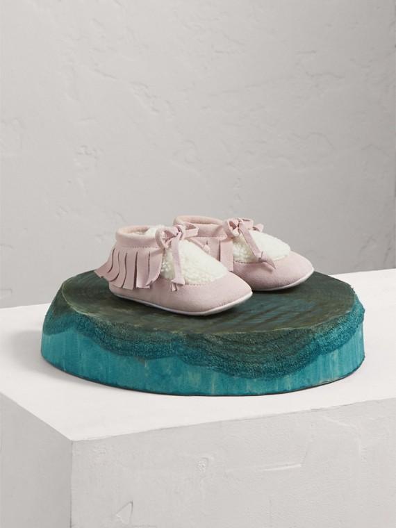 Botinhas de shearling sintético com franjas de camurça (Rosa Gelo)