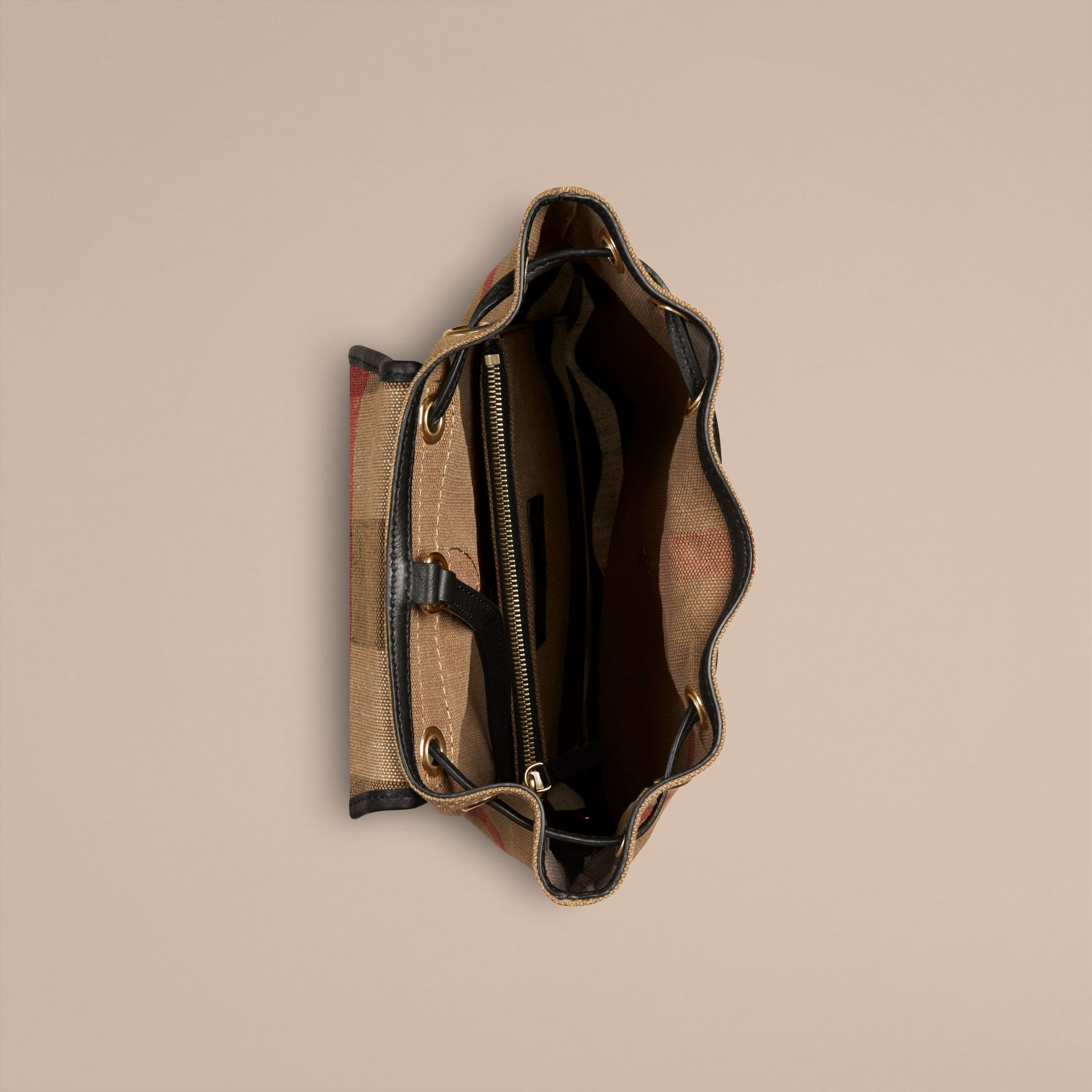 Schwarz Rucksack in Canvas Check mit Lederbesatz Schwarz - Galerie-Bild 3