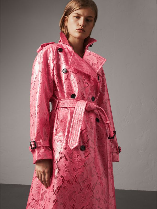 Trench coat in pizzo laminato (Rosa Intenso) - Donna | Burberry - cell image 3