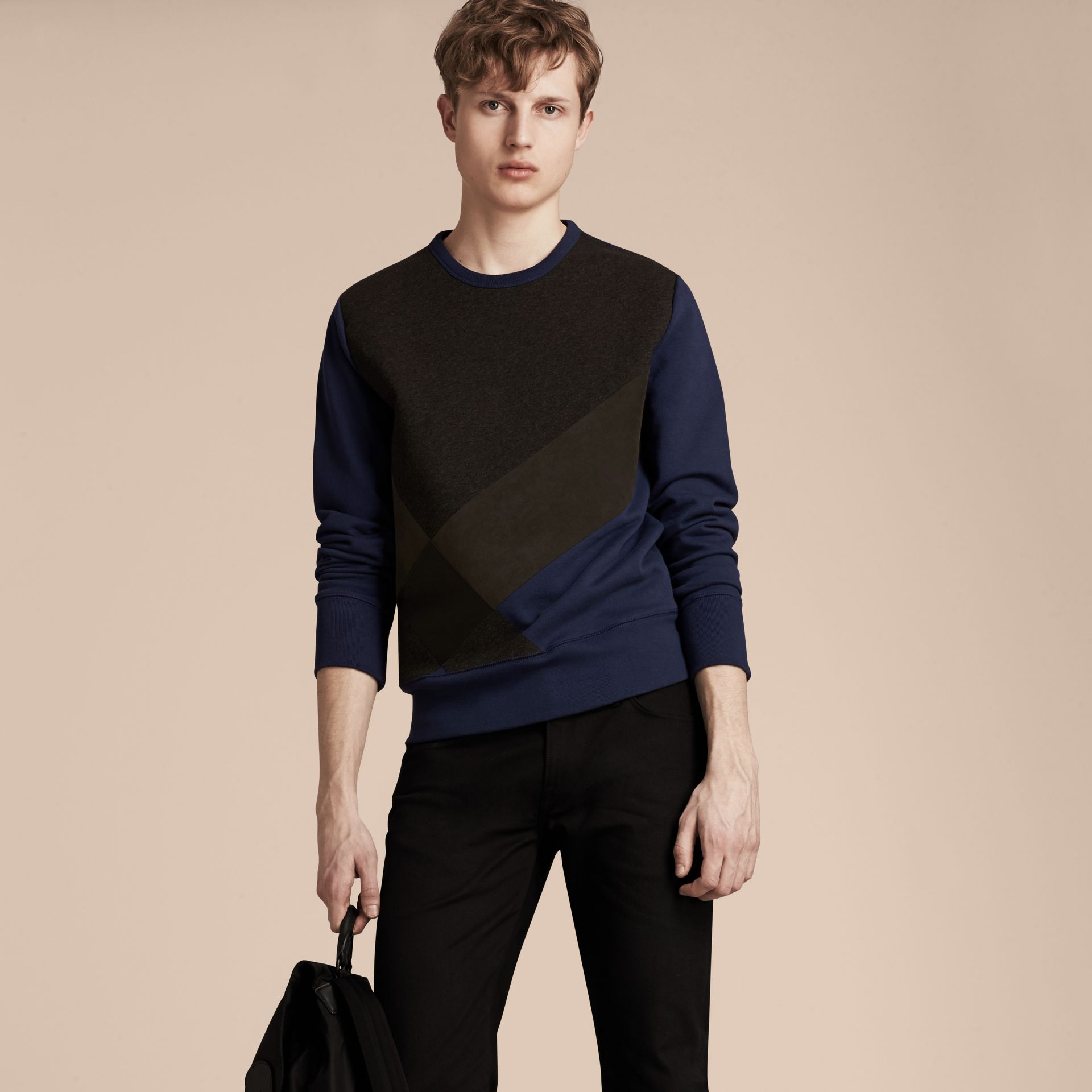 Indigo Sweat-shirt en coton color-block et cuir d'agneau - photo de la galerie 6