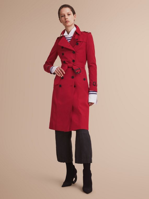 The Chelsea – Extra-long Heritage Trench Coat in Parade Red - Women | Burberry