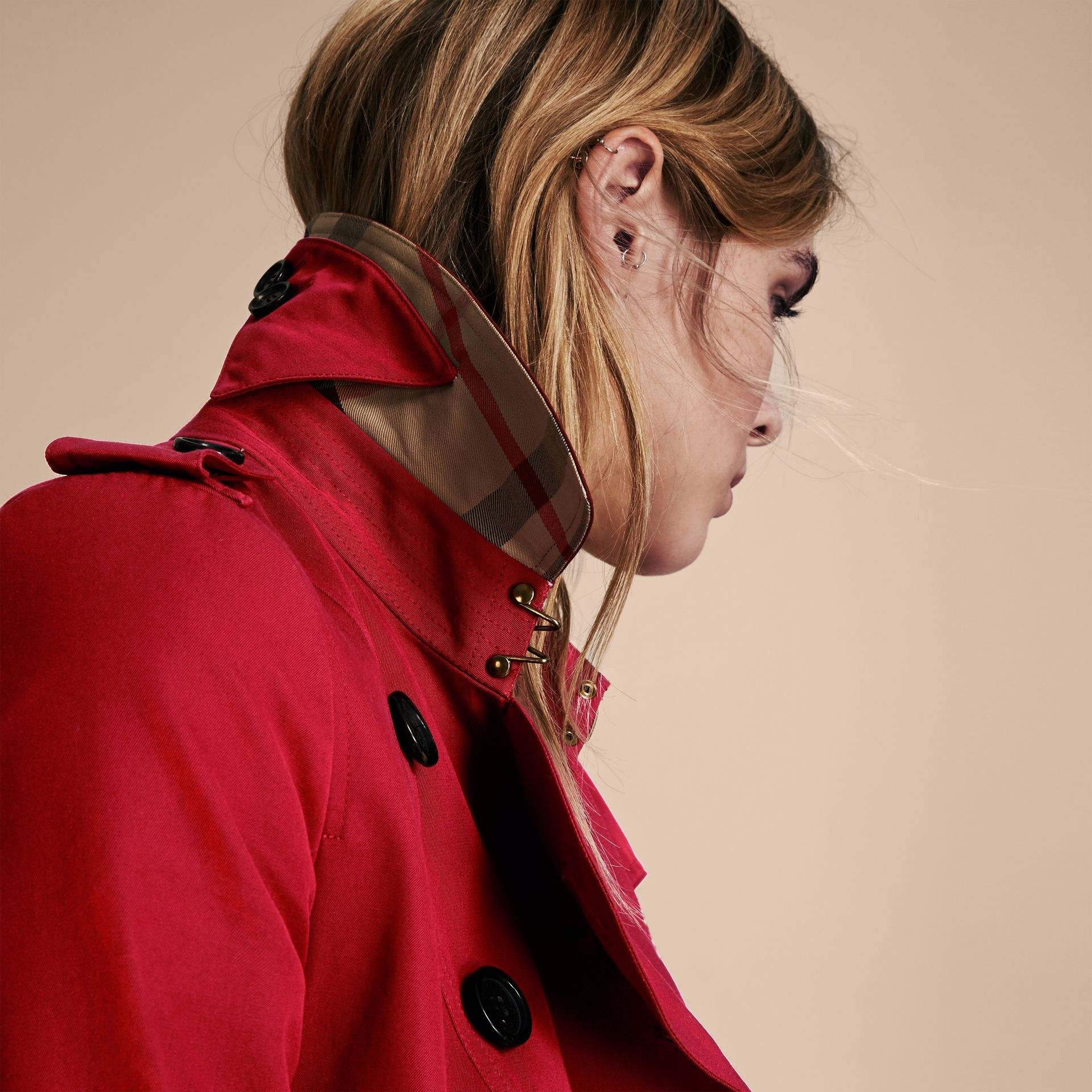 Parade red The Chelsea – Long Heritage Trench Coat Parade Red - gallery image 6