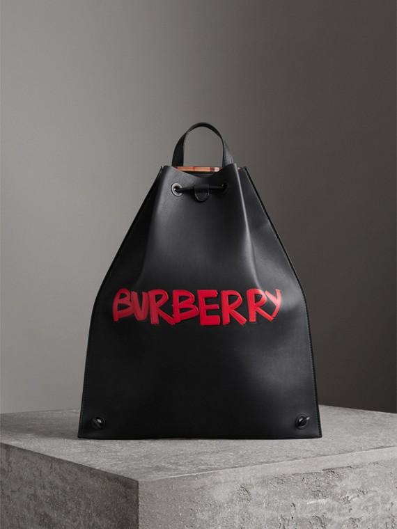 Sac à dos avec cordon de serrage en cuir contrecollé avec imprimé graffiti (Noir)