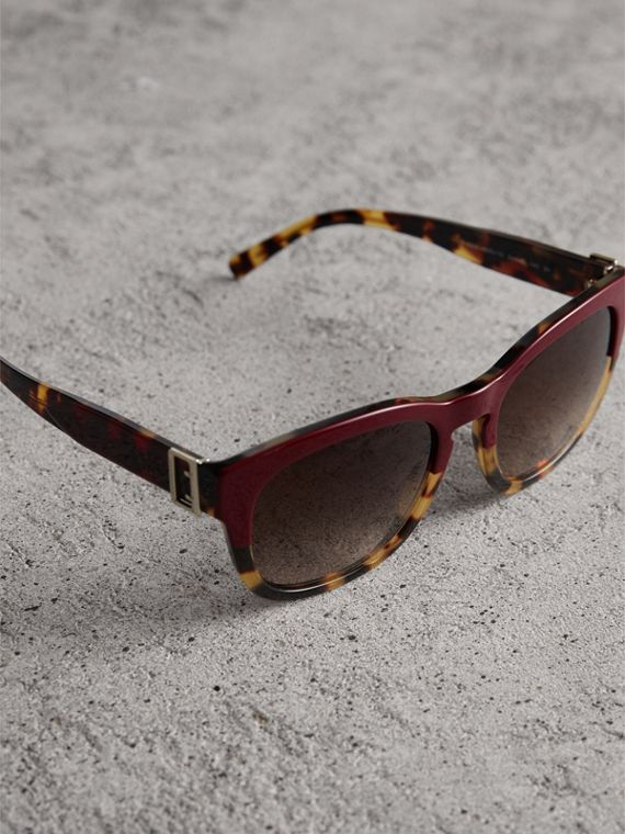 Buckle Detail Square Frame Sunglasses in Burgundy - Women | Burberry Canada - cell image 2