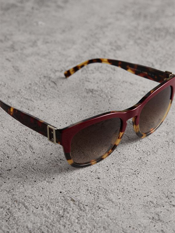 Buckle Detail Square Frame Sunglasses in Burgundy | Burberry - cell image 2