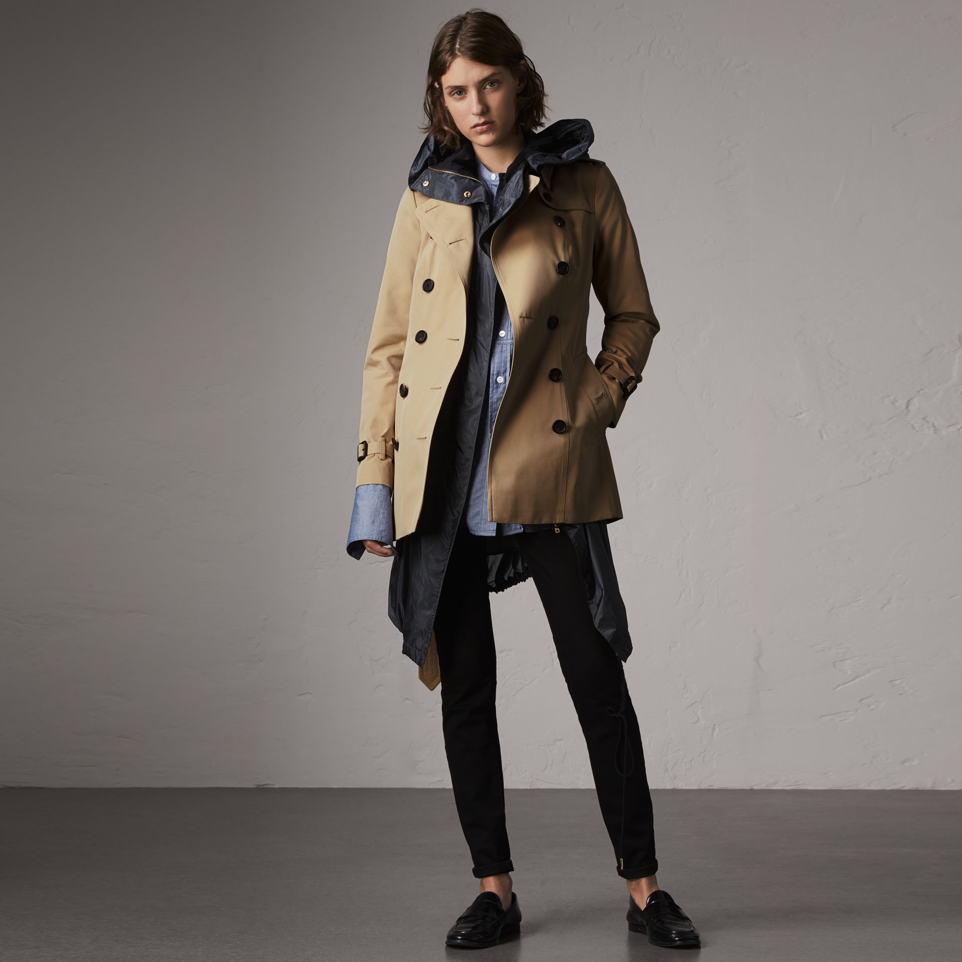 The Sandringham – Short Trench Coat in Honey - Women | Burberry United States - gallery image 0