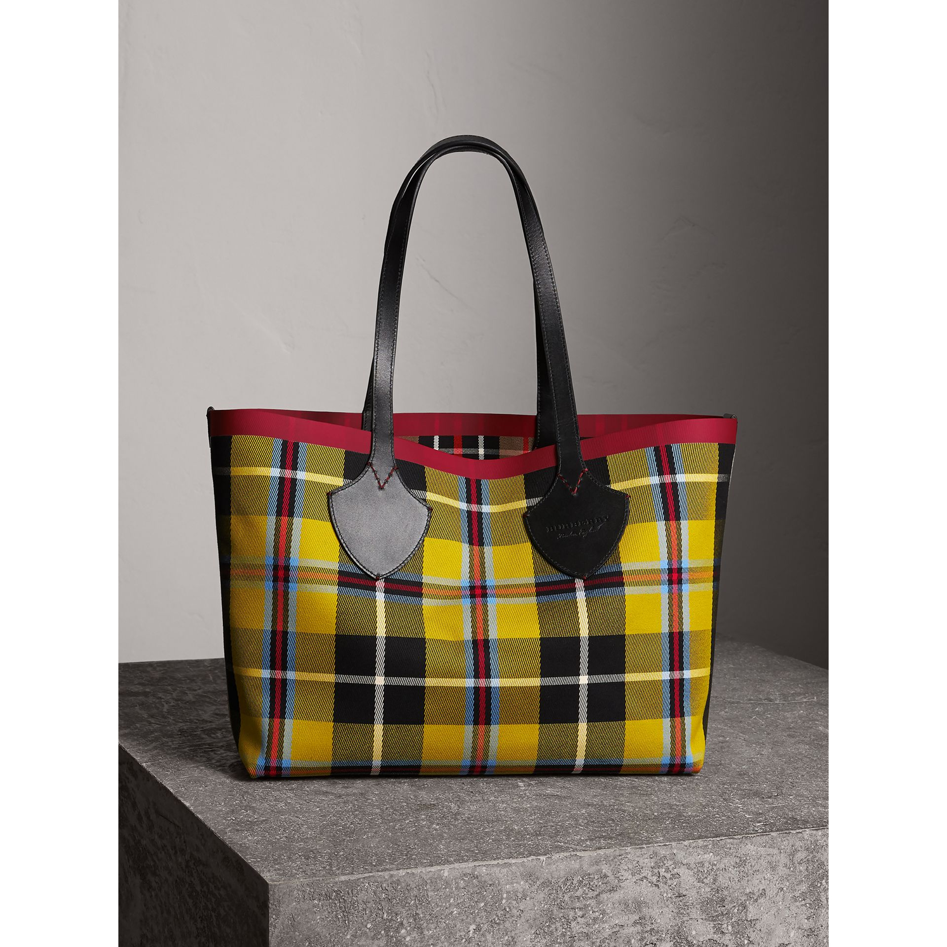 The Medium Giant Reversible Tote in Tartan Cotton in Caramel/flax Yellow | Burberry Australia - gallery image 6