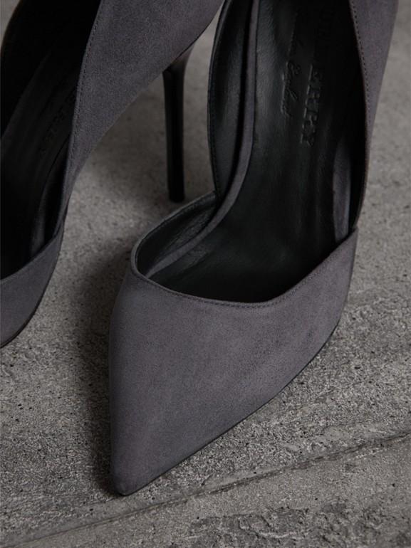 Scarpins de camurça (Cinza) - Mulheres | Burberry - cell image 1