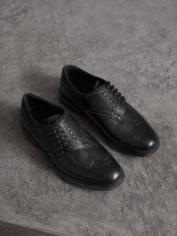Броги с асимметричной шнуровкой с перфорацией (Черный)