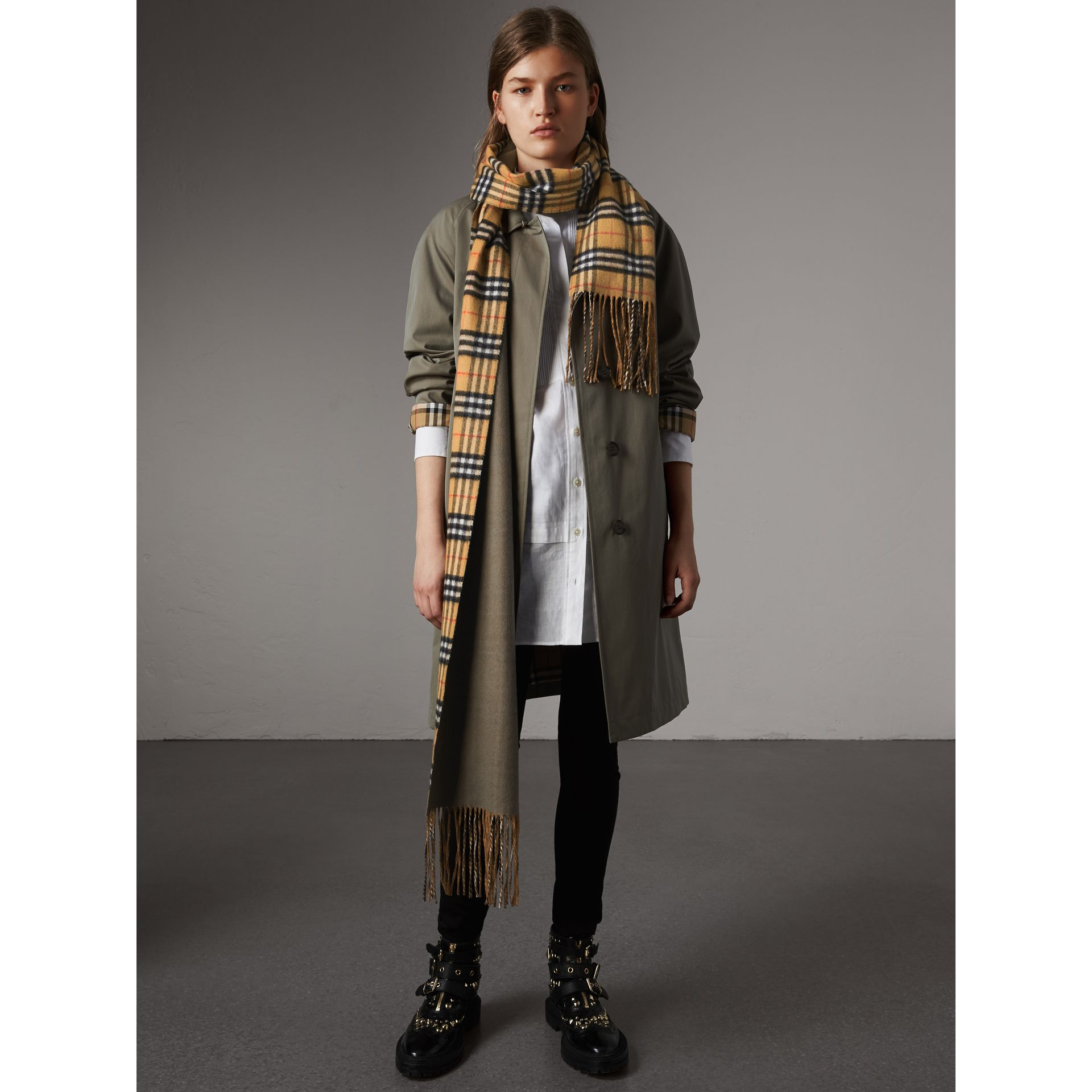 Long Reversible Vintage Check Double-faced Cashmere Scarf in Chalk Green | Burberry Australia - gallery image 2