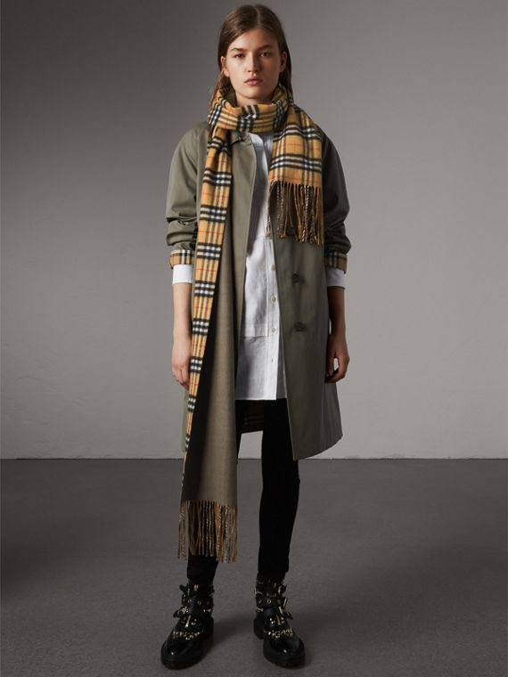 Reversible Vintage Check Cashmere Scarf in Chalk Green | Burberry Australia - cell image 2