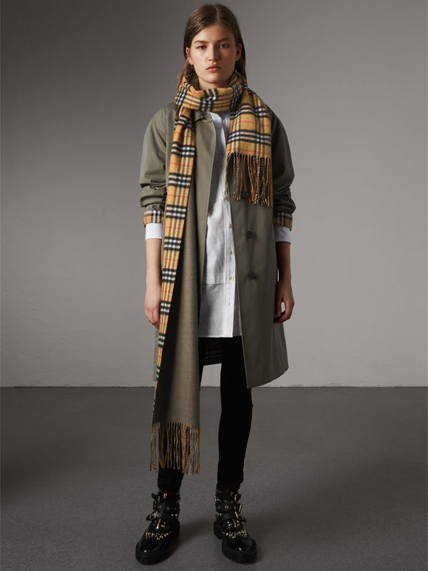 Long Reversible Vintage Check Double-faced Cashmere Scarf in Chalk Green | Burberry - cell image 2