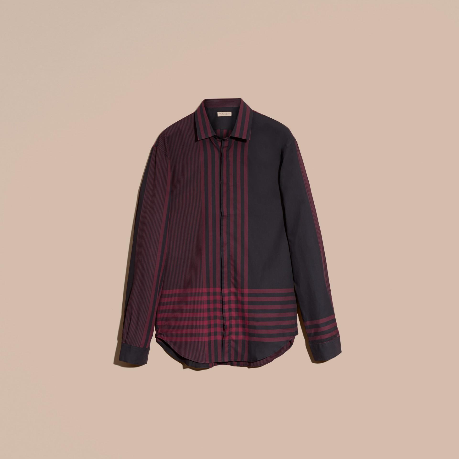 Rouge bourgogne Chemise en coton à motif check graphique Rouge Bourgogne - photo de la galerie 4