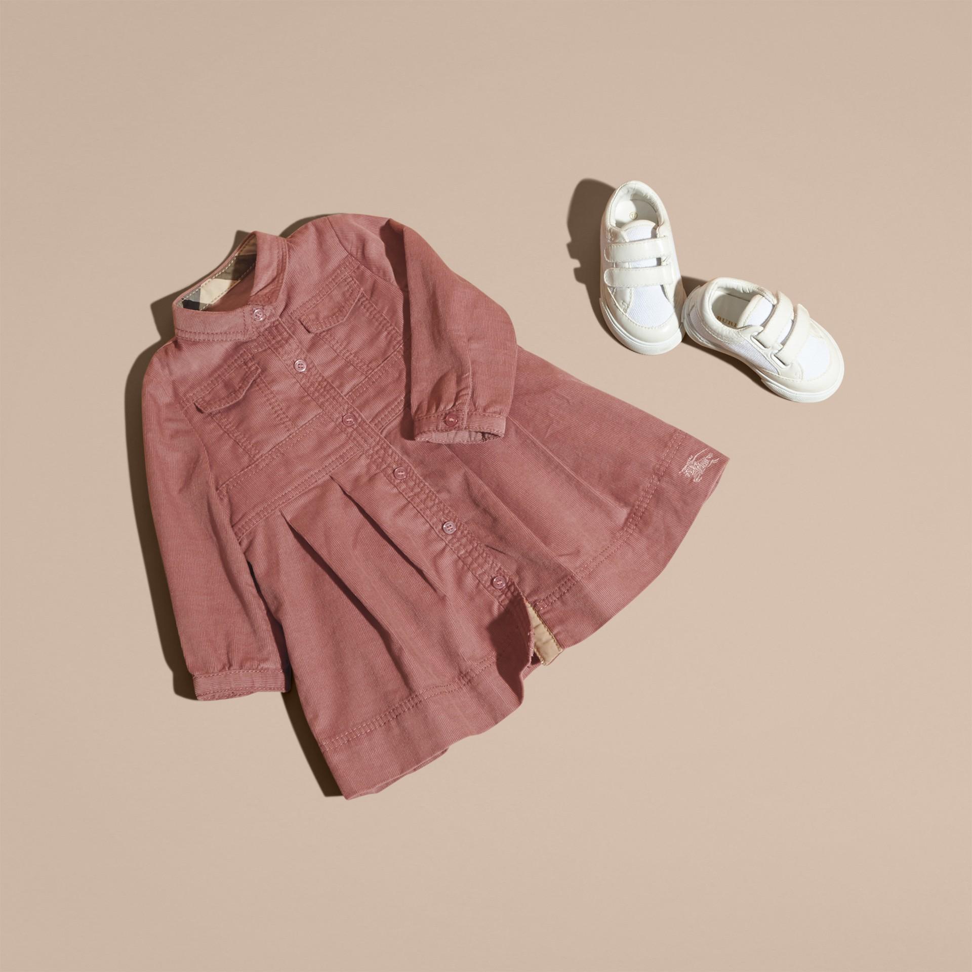 Rose cendré pâle Robe chemise en coton côtelé Rose Cendré Pâle - photo de la galerie 5