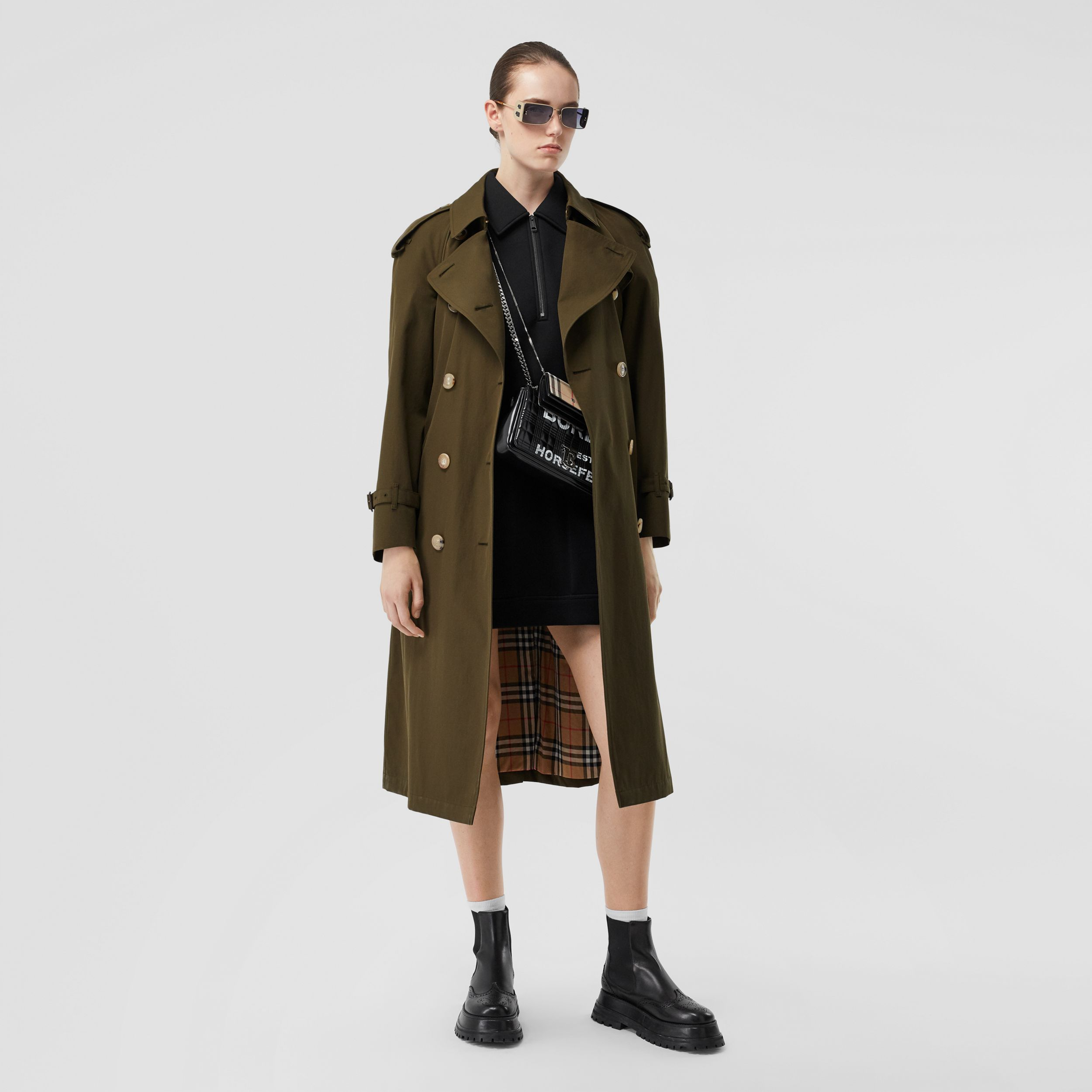 The Long Westminster Heritage Trench Coat in Dark Military Khaki - Women | Burberry - 1