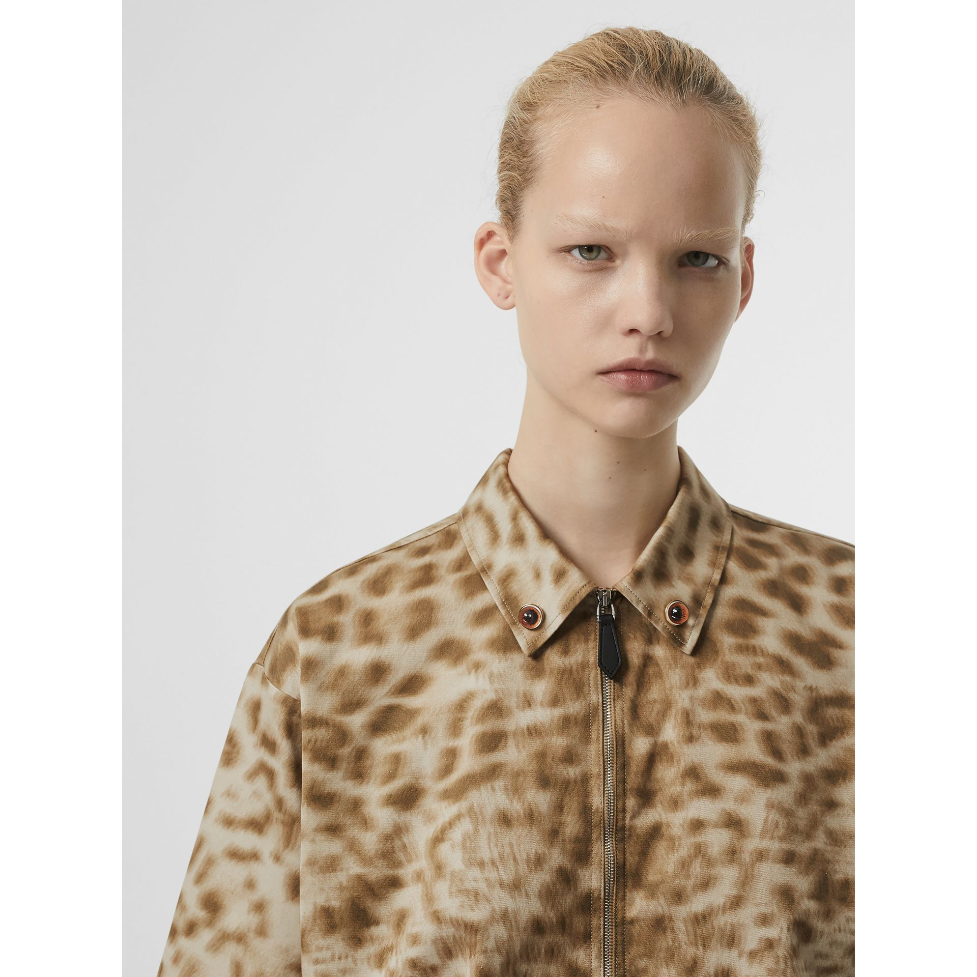Short-sleeve Animal Print Cotton Oversized Shirt in Beige - Women | Burberry - gallery image 6