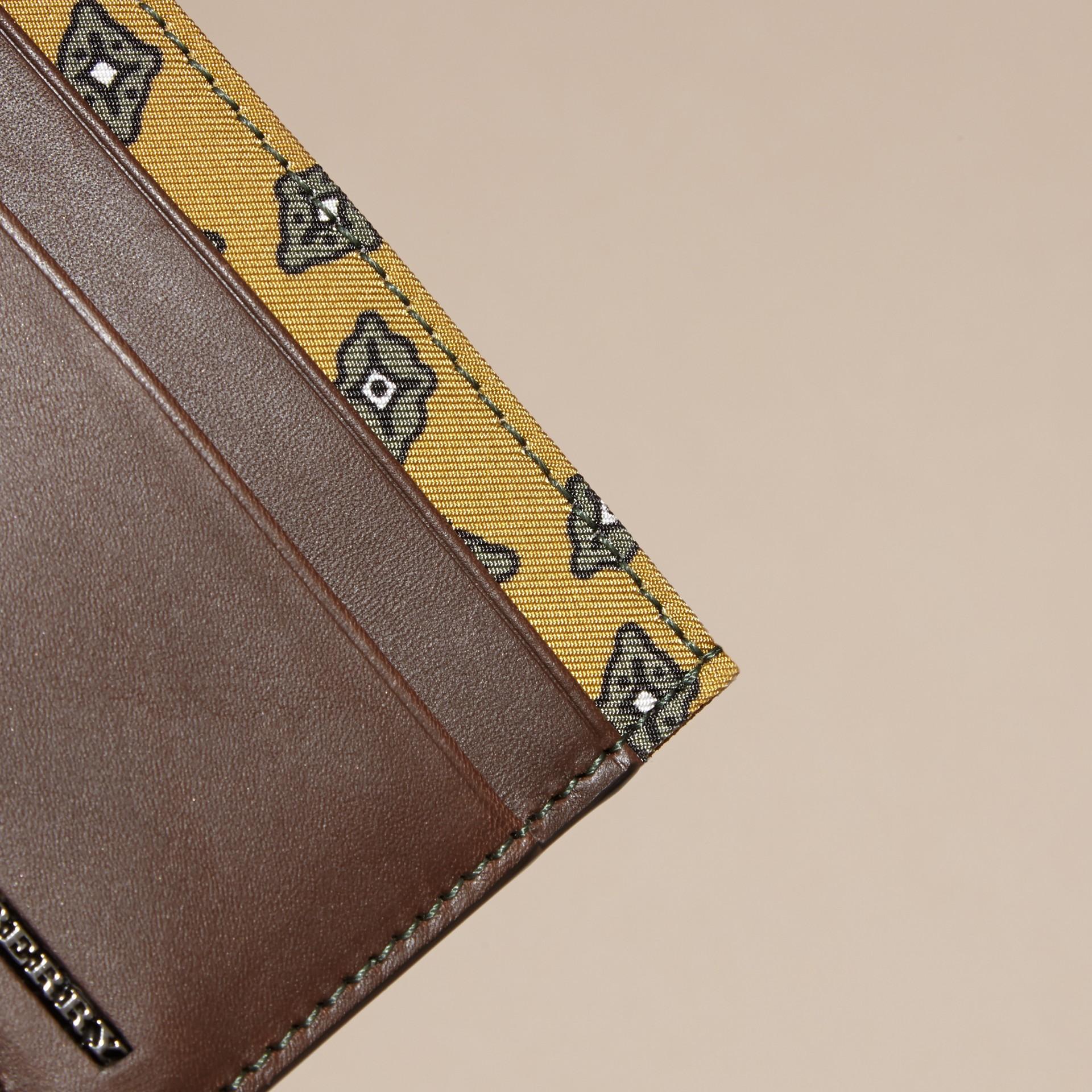 Marrone seppia Porta carte di credito in pelle con stampa geometrica a riquadri Marrone Seppia - immagine della galleria 2