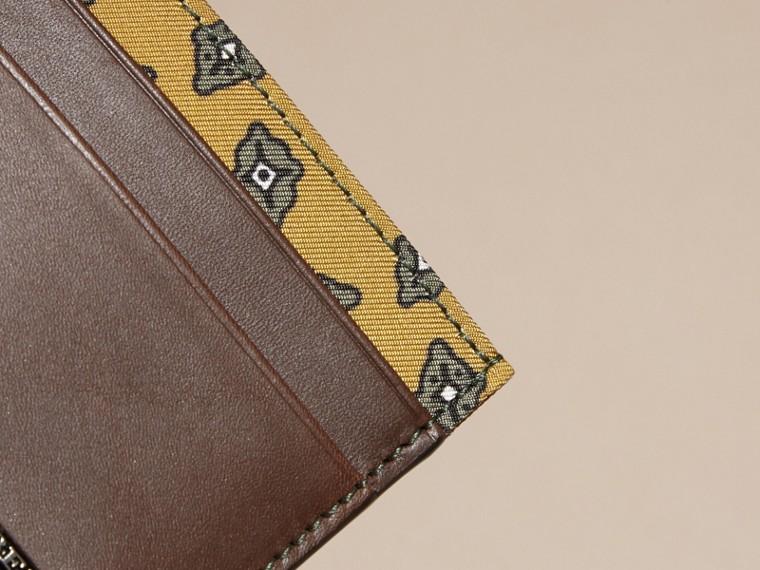 Marrone seppia Porta carte di credito in pelle con stampa geometrica a riquadri Marrone Seppia - cell image 1