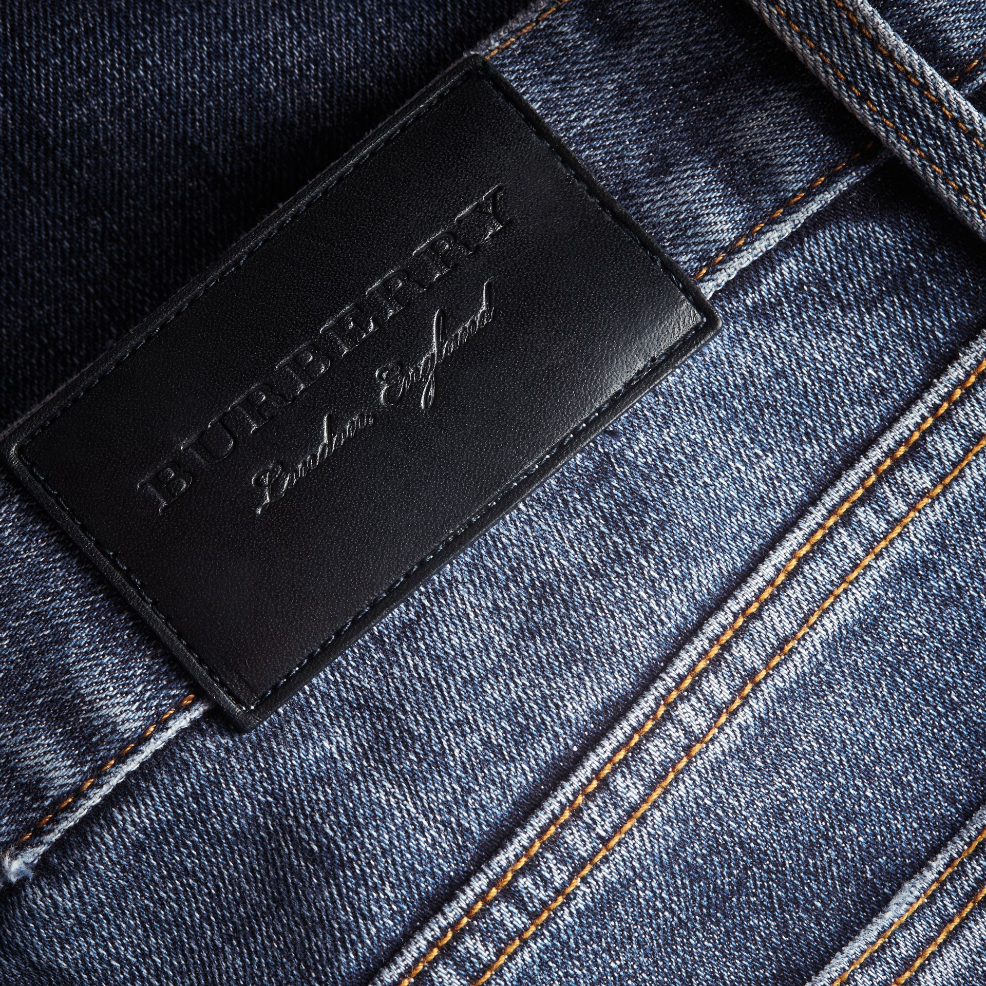 Jean stretch de coupe droite en denim japonais - Homme | Burberry - photo de la galerie 2