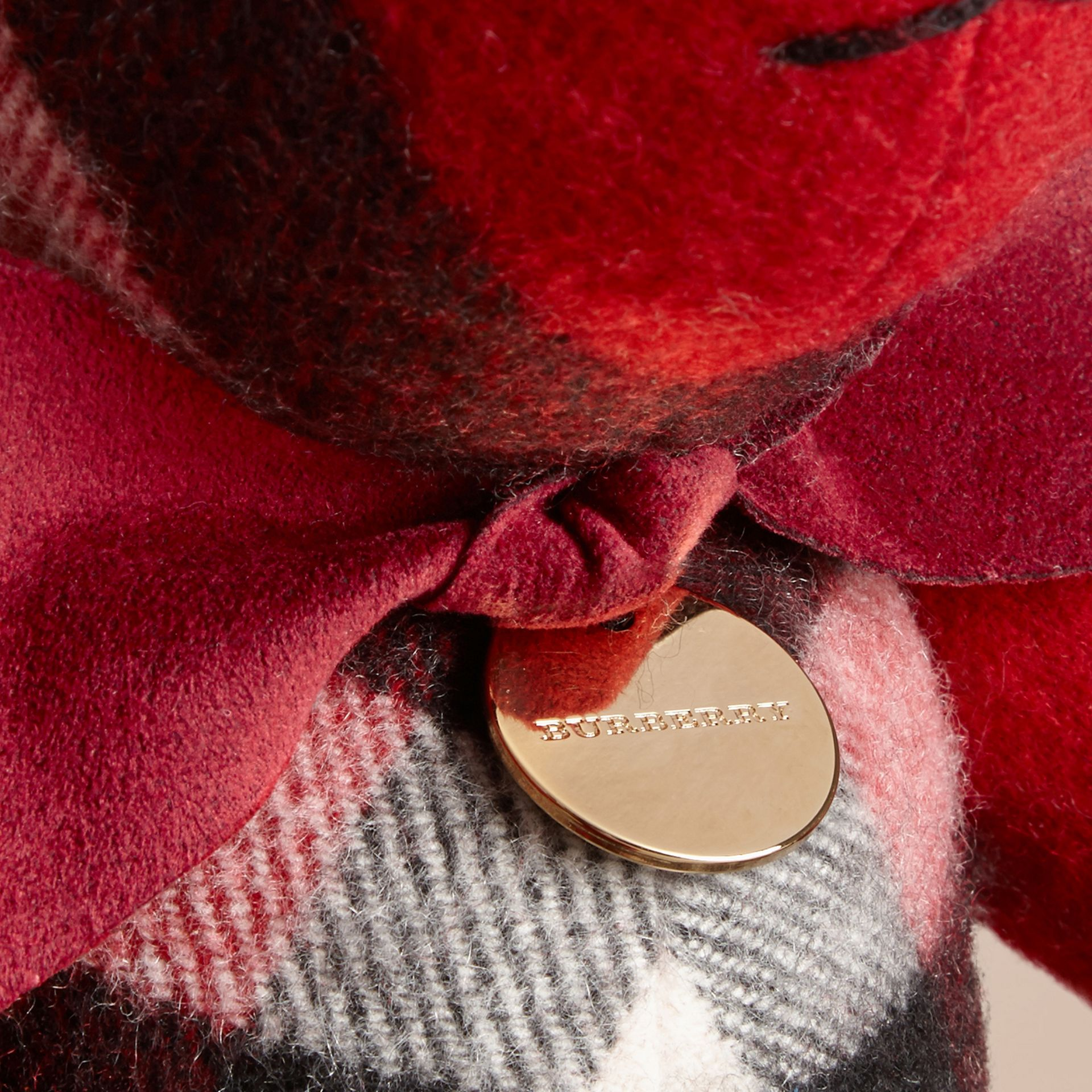 Teddy-bear en cachemire à motif check (Parade Red) | Burberry - photo de la galerie 2