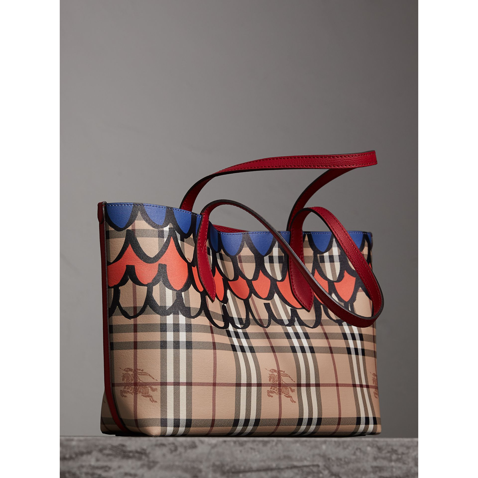 The Small Reversible Tote in Trompe L'oeil Print in Poppy Red - Women | Burberry - gallery image 4