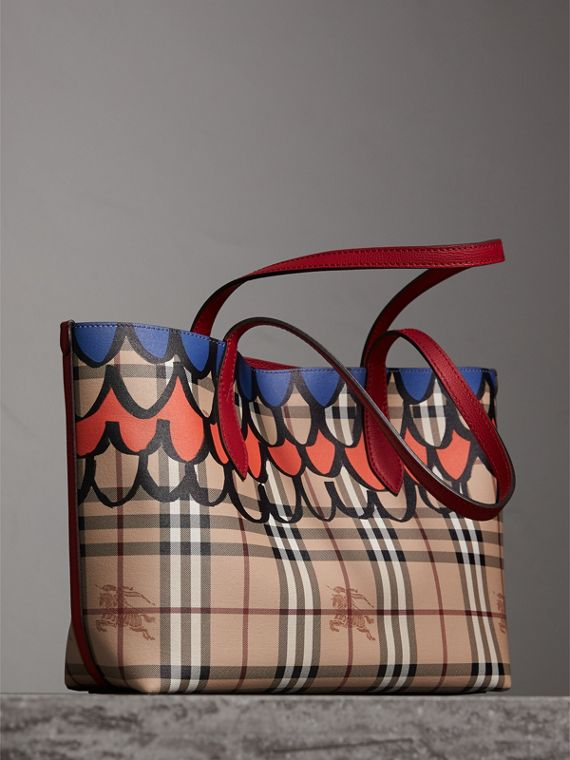 The Small Reversible Tote in Trompe L'oeil Print in Poppy Red - Women | Burberry Singapore - cell image 3