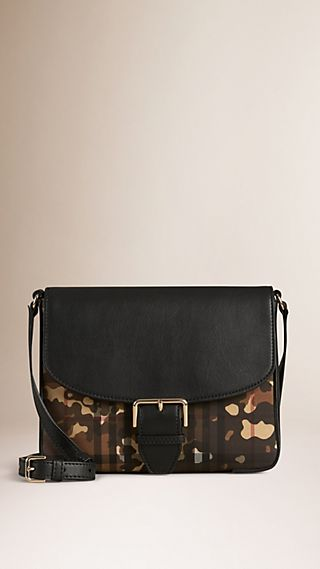 Kleine Crossbody-Tasche in Horseferry Check und Camouflage-Optik