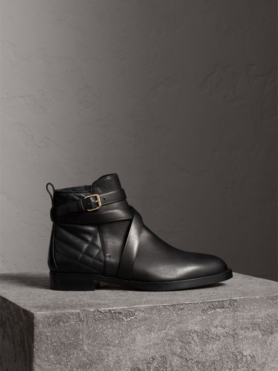 Bottines en cuir matelassé avec sangle - Femme | Burberry