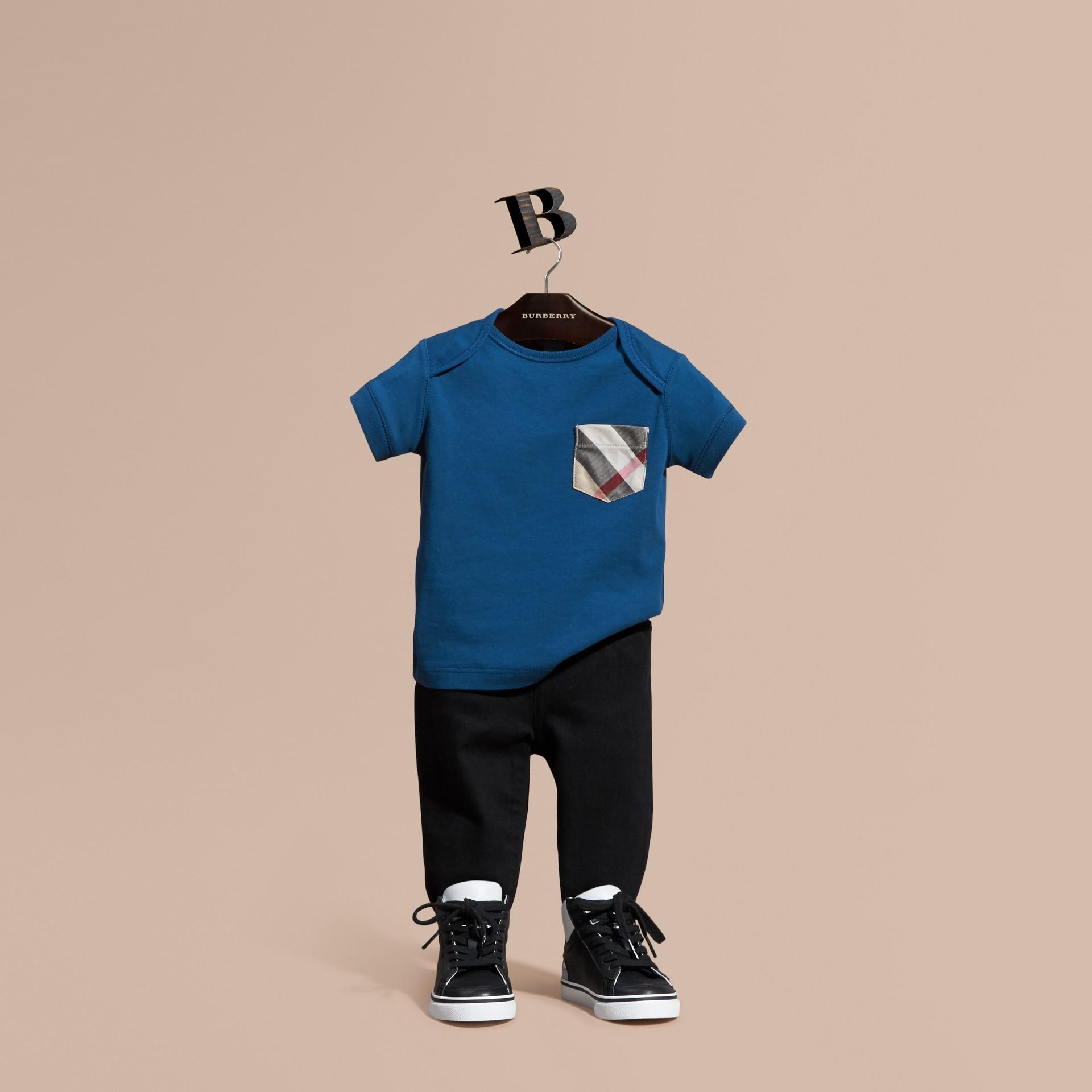 Blu minerale T-shirt con tasca con motivo check Blu Minerale - immagine della galleria 1