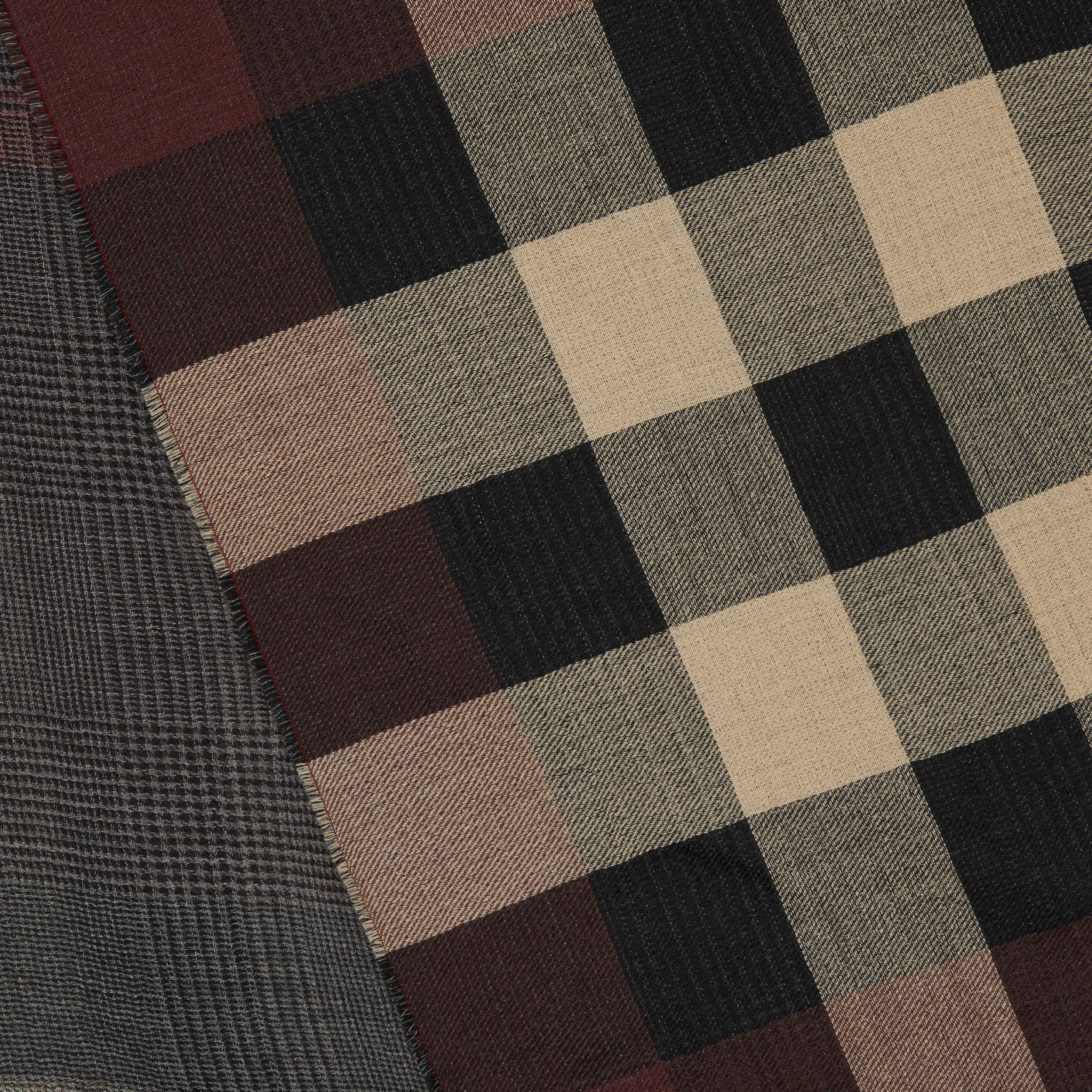 Reversible Check Cashmere Scarf in Burgundy | Burberry - 2